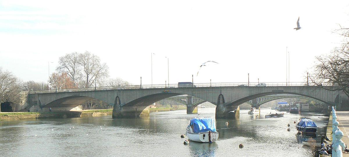 1200px-Twickenham_Bridge_320r1