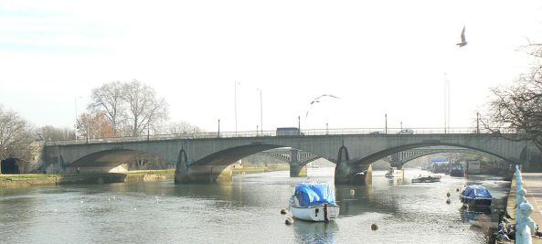 1200px-Twickenham_Bridge_320r1