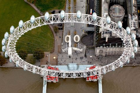 1280px-Aerial_view_of_the_London_Eye._MOD_45146076