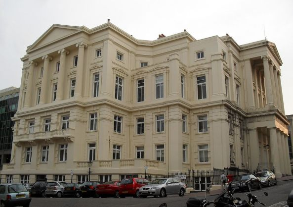 1280px-Brighton_Town_Hall_(IoE_Code_479446)
