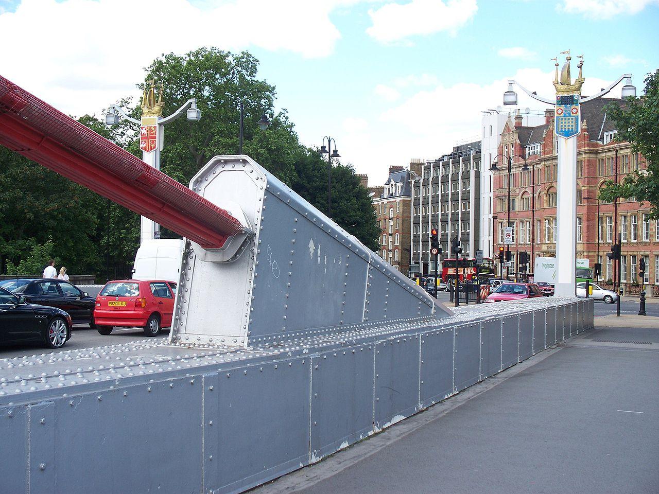 1280px-Chelsea_Bridge_cable