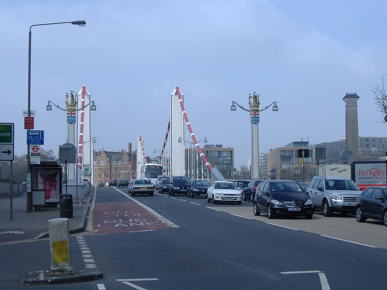 1280px-Chelsea_Bridge_traffic