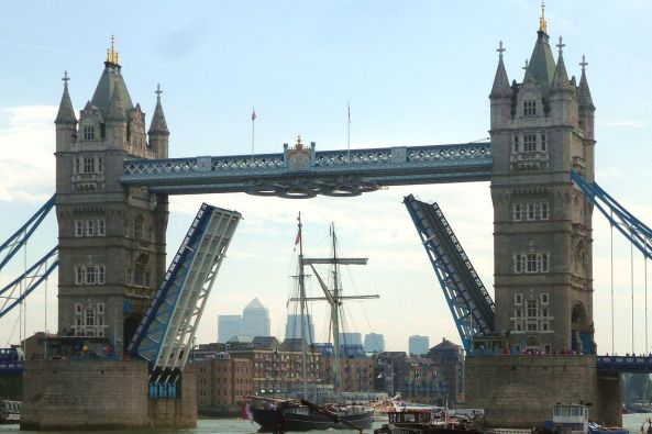 1280px-Cmglee_Tower_Bridge_tall_ship