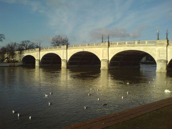1280px-Kingston_Bridge2