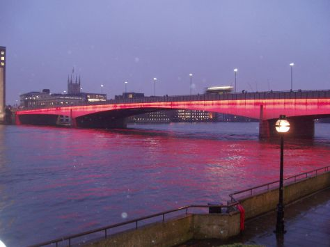 1280px-London_Bridge_Illuminated