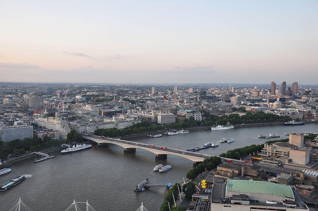 1280px-River_Thames_and_Waterloo_Bridge,_London-17Aug2009