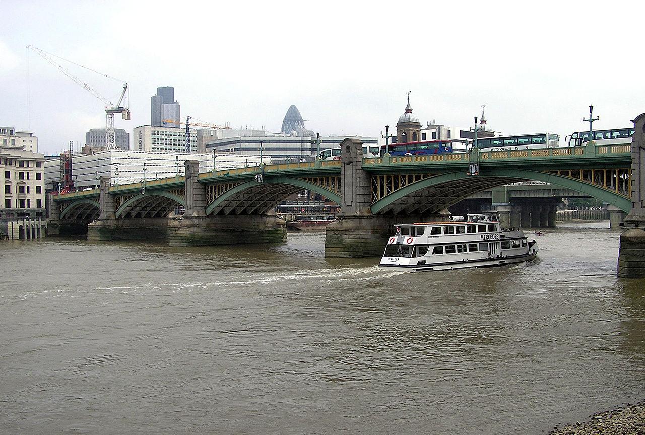 1280px-Southwark.bridge.mercedes.arp