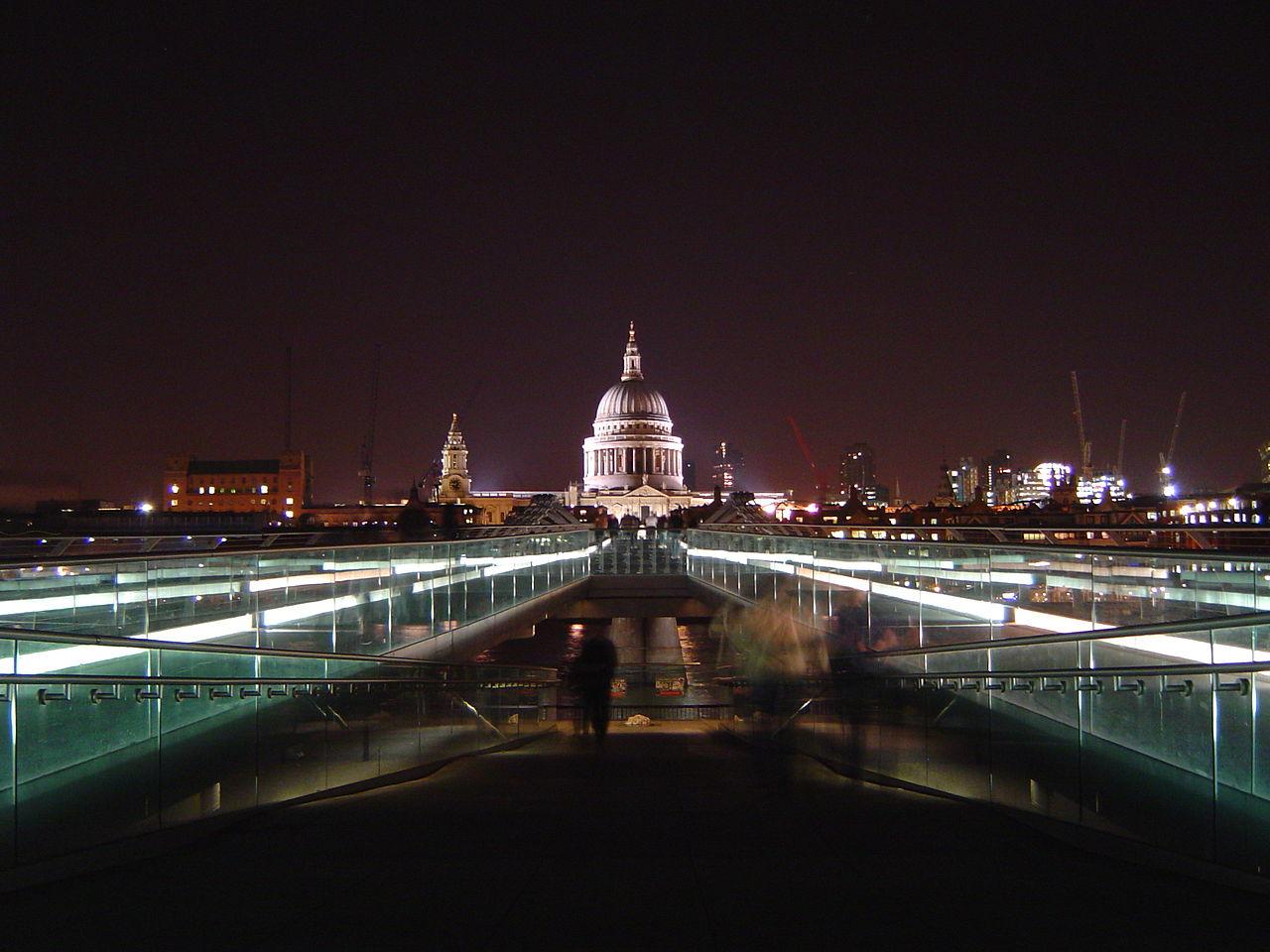 1280px-St_Pauls_and_Millennium_Bridge_at_night