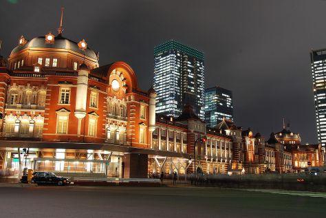 1280px-Tokyo_station_from_marunouchi_oazo