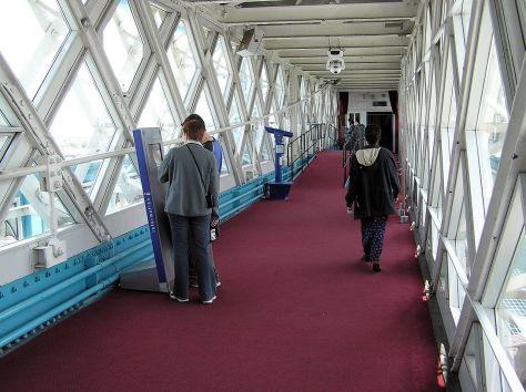 1280px-Tower.bridge.9.walkwaysinterior.london.arp