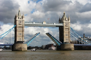 1280px-Tower_Bridge,London_Getting_Opened_5
