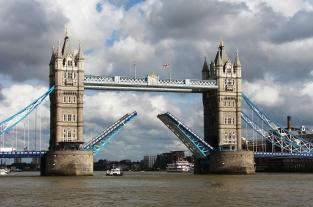 1280px-Tower_Bridge,London_Getting_Opened_5