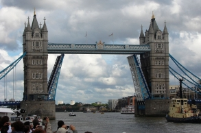 1280px-Tower_Bridge,London_Getting_Opened_6