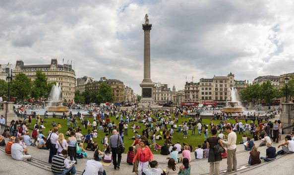 1280px-Trafalgar_Square_Grass_-_May_2007
