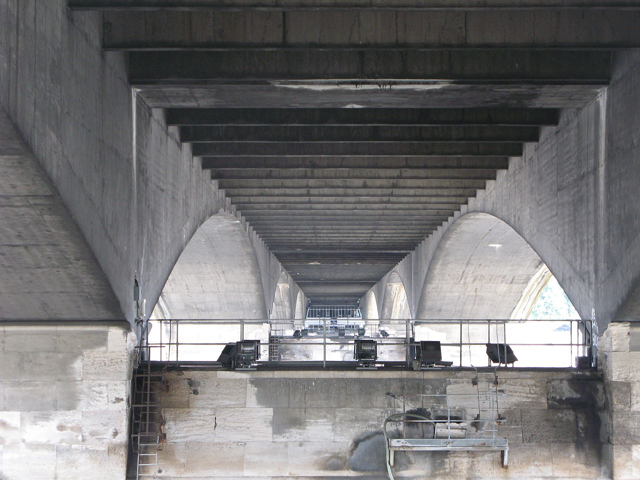 1280px-Underside_Waterloo_Bridge