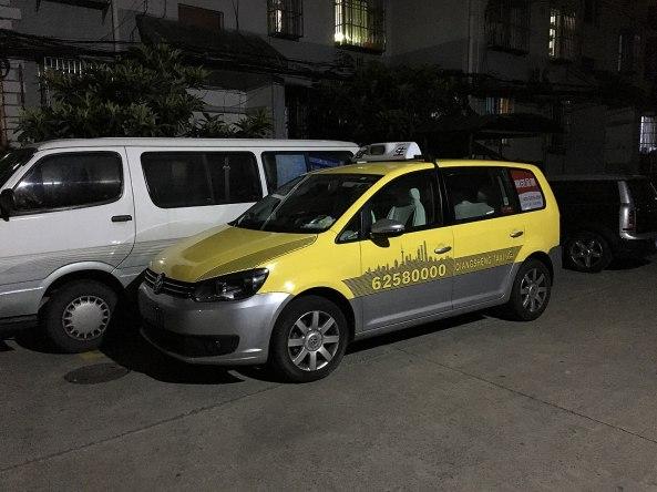1280px-VW_Touran_Taxi_in_Shanghai
