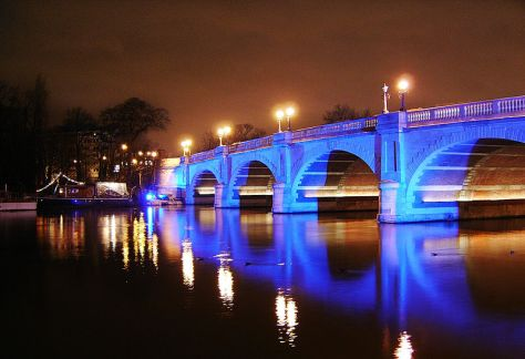 800px-Kingston_Bridge_at_night