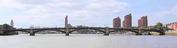Battersea_Bridge_Over_The_Thames_-_London.