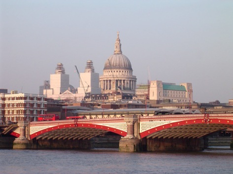Blackfriars_Bridge,_River_Thames,_London,_with_St_Pauls_Cathedral