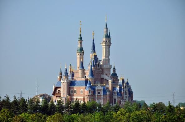Enchanted_Storybook_Castle_of_Shanghai_Disneyland (1)