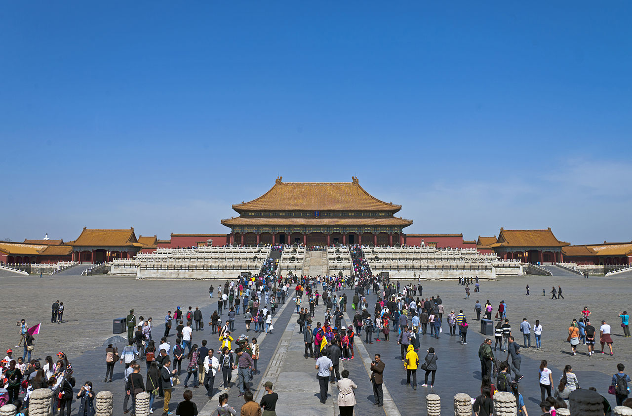 Hall_of_Supreme_Harmony,_Forbidden_City,_Beijing,_with_tourists_2