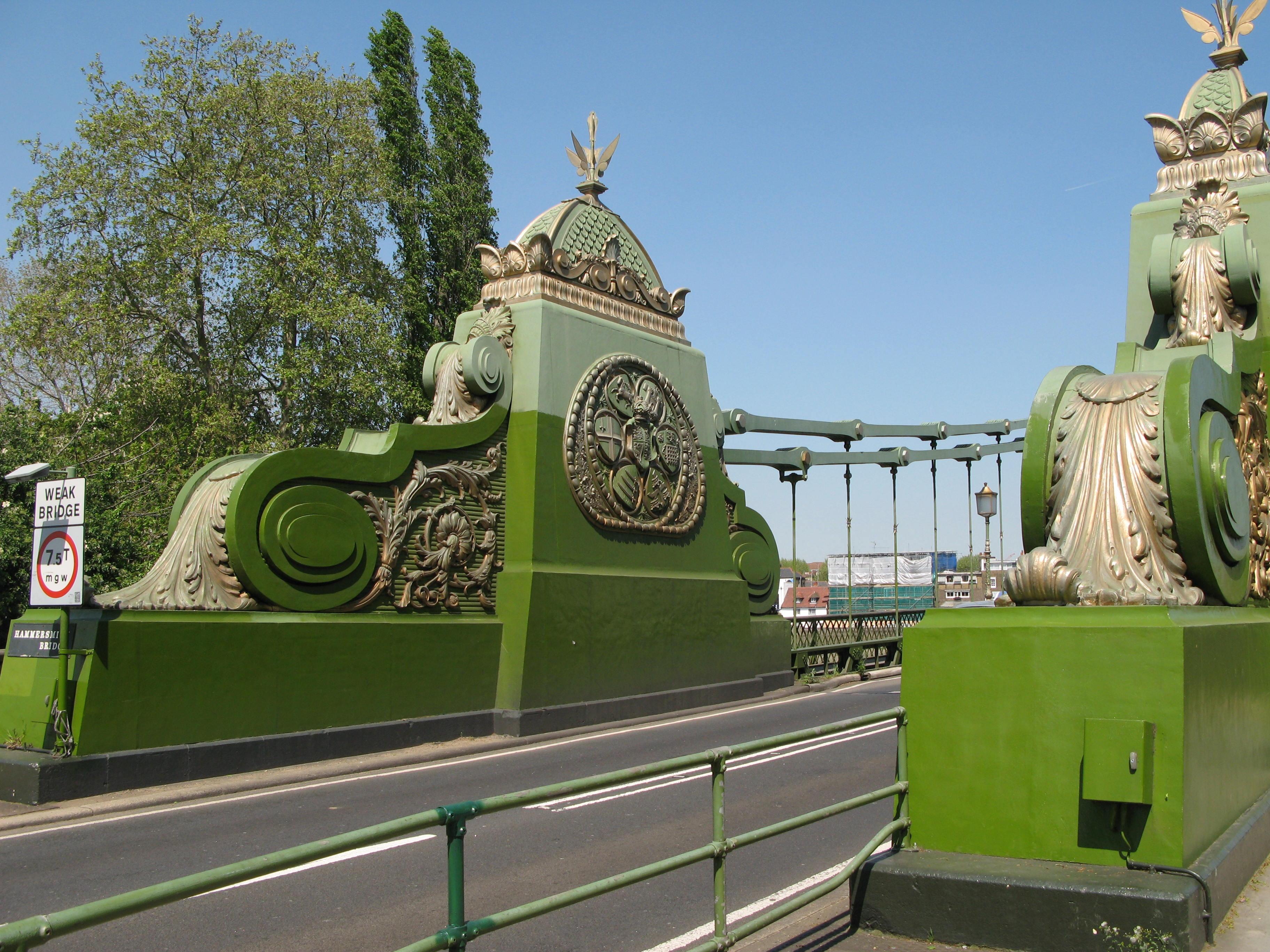 Hammersmith_Bridge_abutments