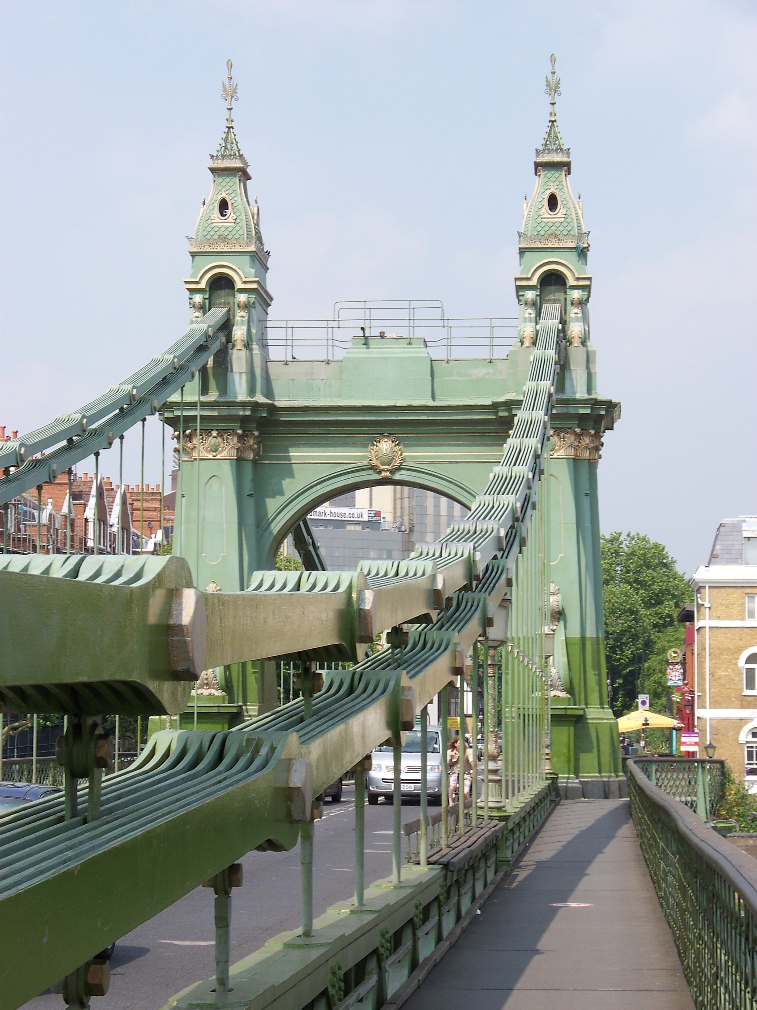 Hammersmith_Bridge_walkway