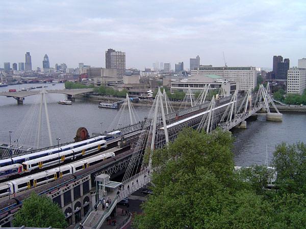 Hungerford_Bridge,_River_Thames,_London,_England