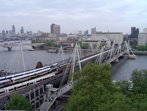 Hungerford_Bridge,_River_Thames,_London,_England