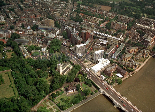 jill-dando-murder-putney-bridge-station-is-next-to-concertina-roof-b573ed