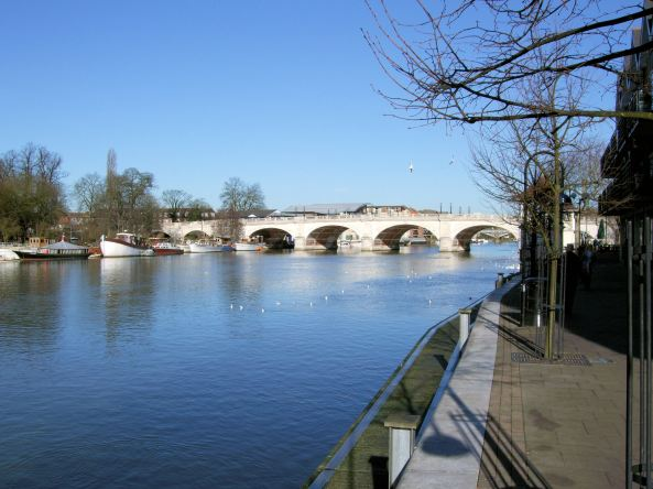 Kingston_Bridge_Over_The_Thames,_London.
