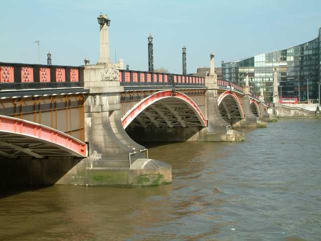 Lambeth_Bridge_upstream_side1 (1)