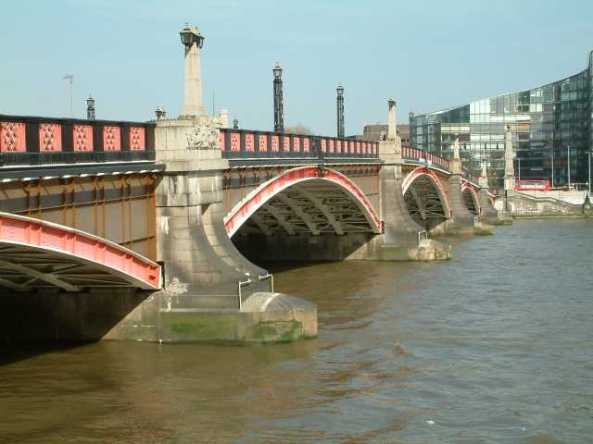 Lambeth_Bridge_upstream_side1 (1)