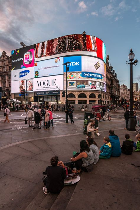 MK17684_Piccadilly_Circus