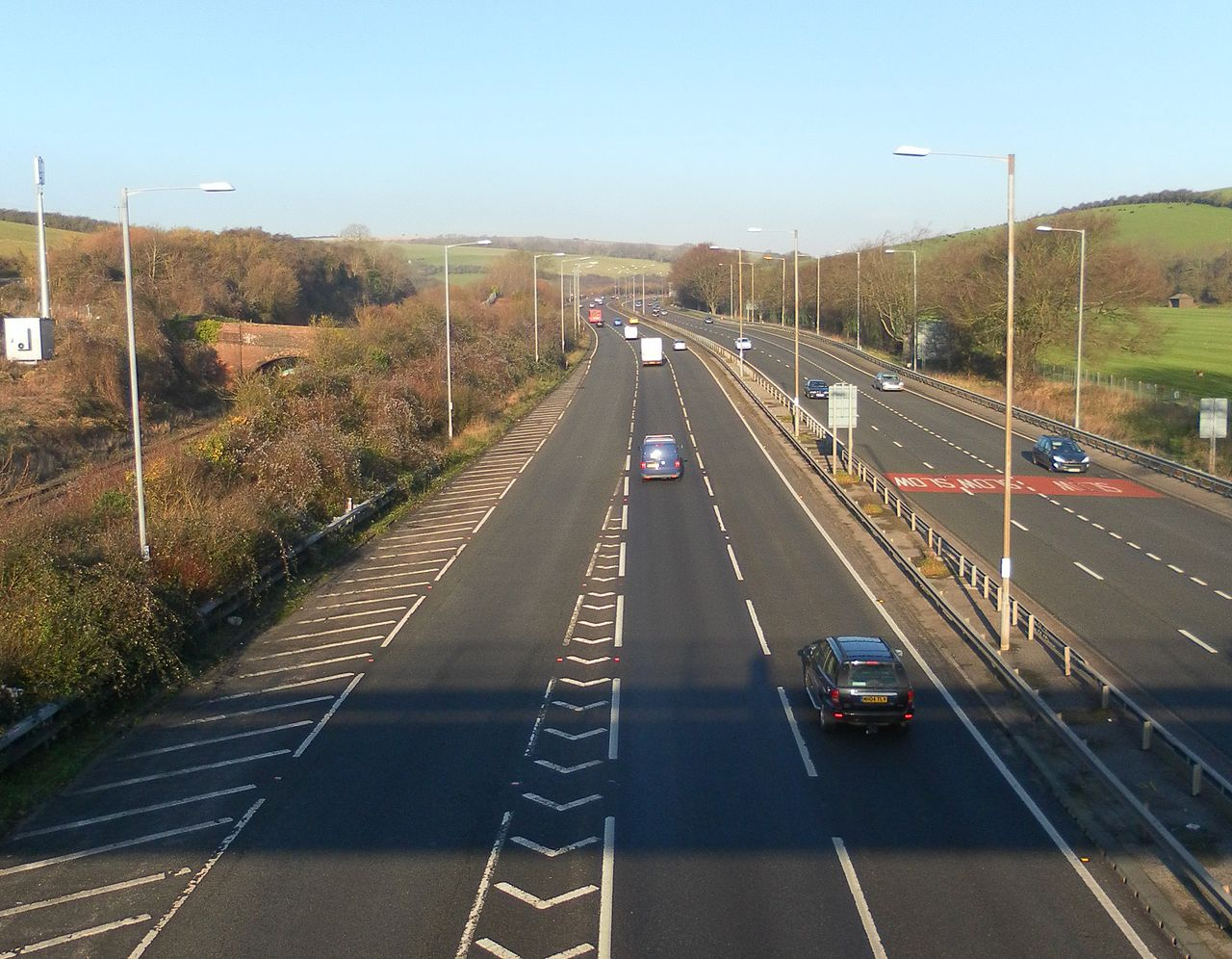 Northward_view_of_A23_and_Brighton_Main_Line_from_footbridge_near_Braypool_Lane,_Patcham_(December_2012)