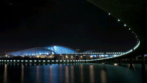Pudong_International_Airport_at_night