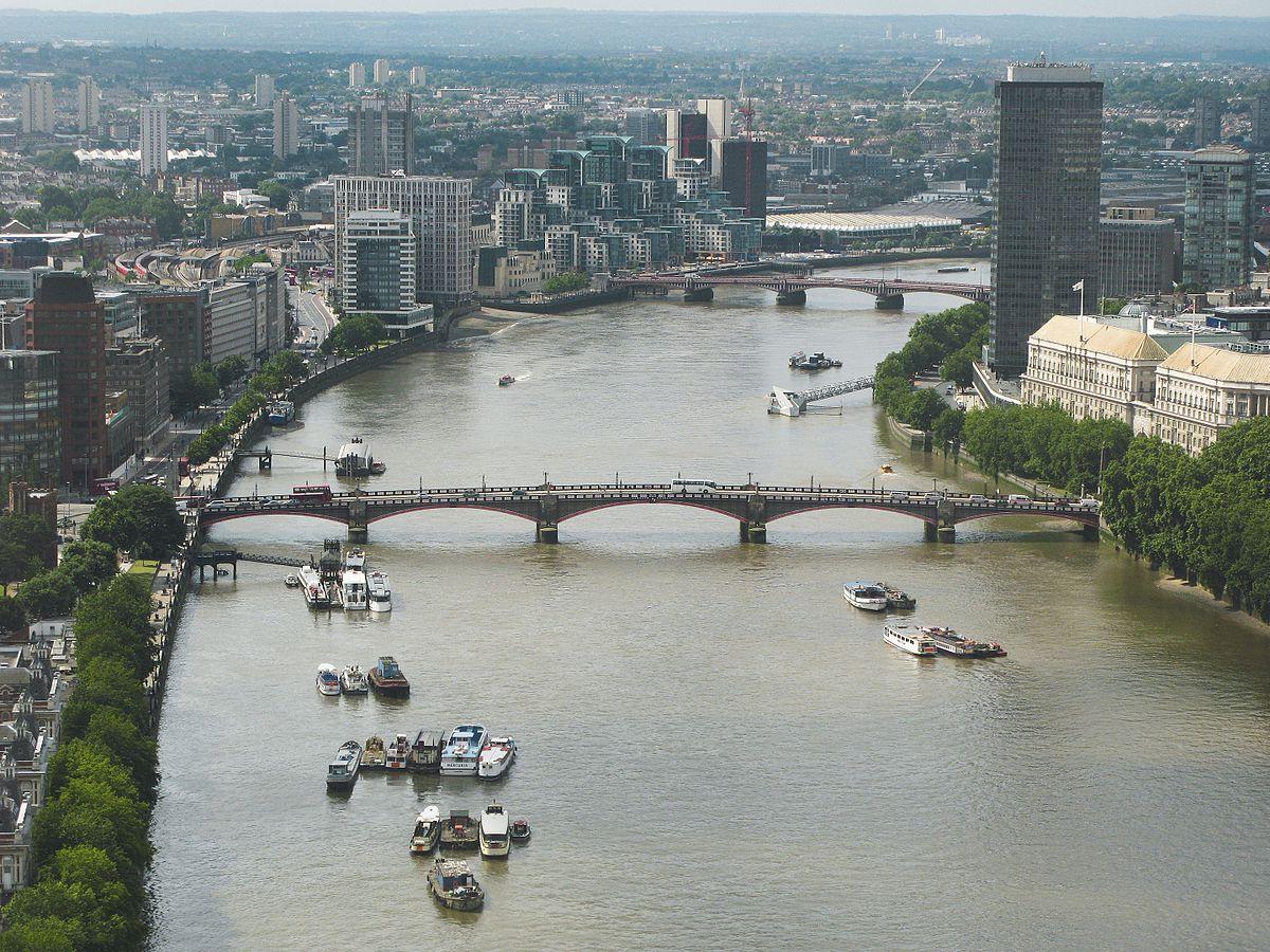 River_Thames_and_Lambeth_Bridge-7July2007