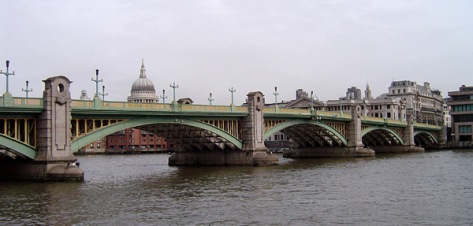 Southwark_Bridge,_River_Thames,_London,_England