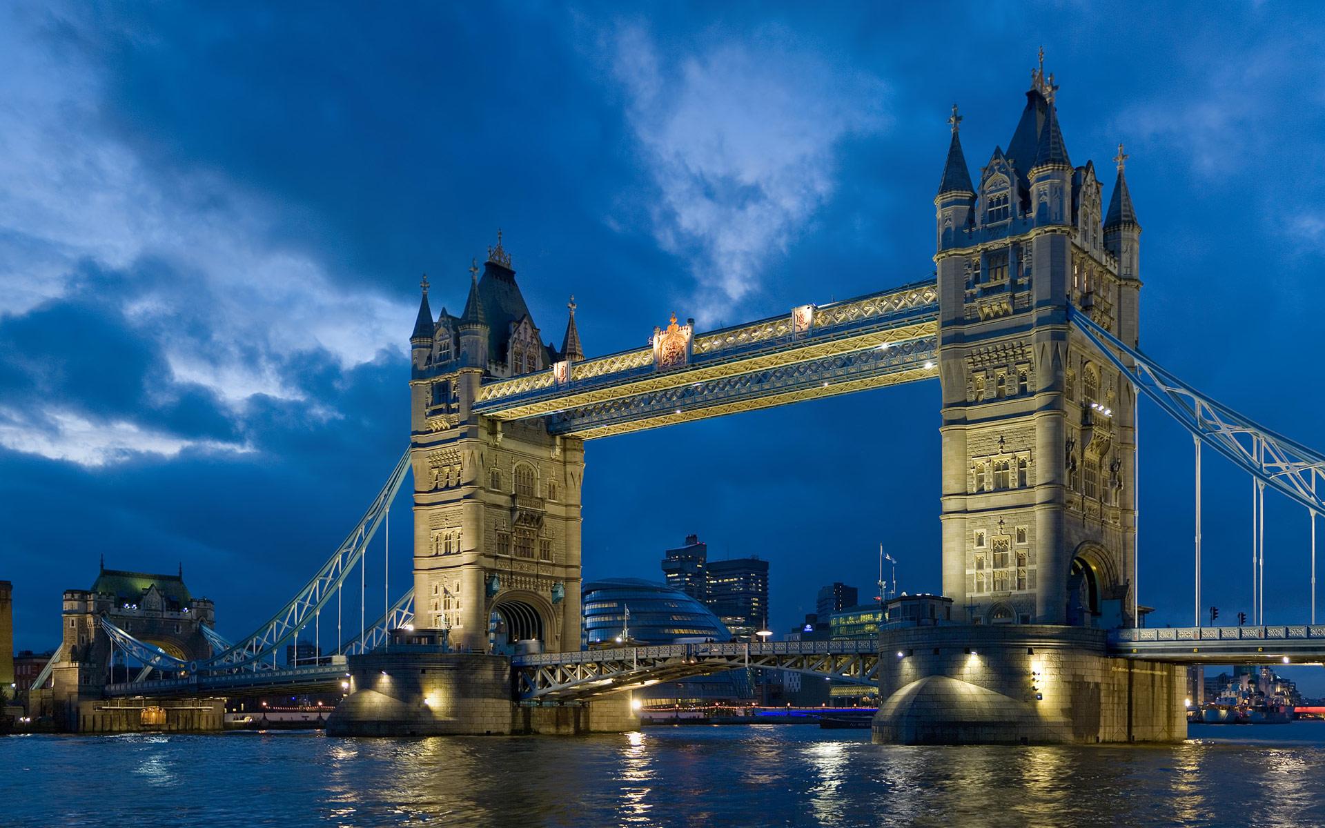 tower_bridge_london_twilight-wide