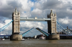 Tower_Bridge,London_Getting_Opened_4