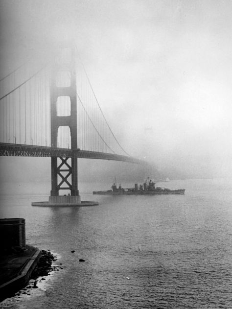 USS_San_Francisco_(CA-38)_enters_San_Francisco_Bay,_December_1942