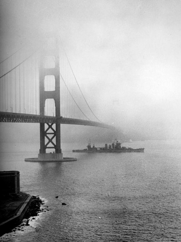 USS_San_Francisco_(CA-38)_enters_San_Francisco_Bay,_December_1942
