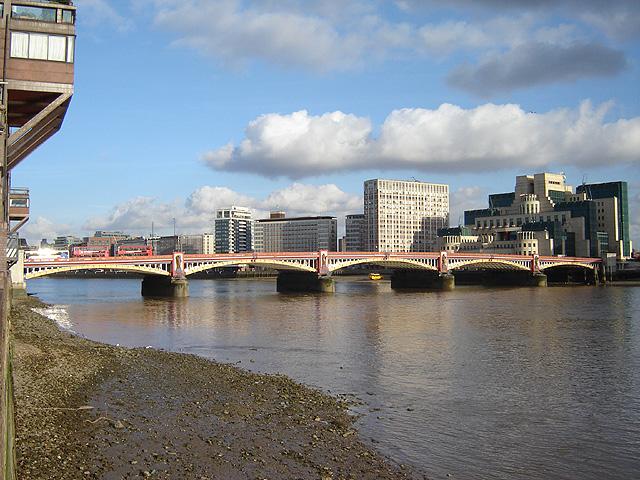 Vauxhall_bridge_3