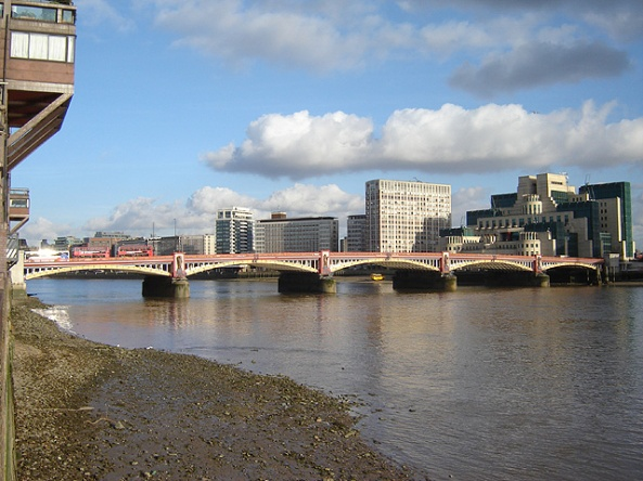 Vauxhall_bridge_3