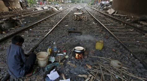 040107200_1458793309-20160324-Potret-Kehidupan-Kampung-Kumuh-di-India-Reuters-2