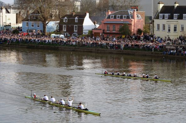 1024px-Finish_of_2007_Oxford-Cambridge_boat_race