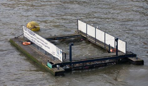 1280px-River_Thames_Rubbish_Trap,_London_-_Dec_2008