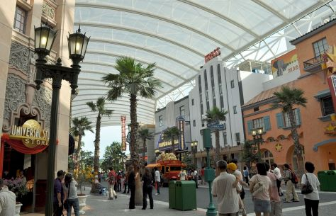 1280px-Universal_Singapore_Hollywood_Boulevard