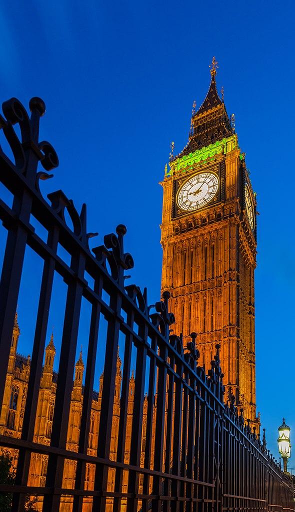 590px-Big_Ben,_Londres,_Inglaterra,_2014-08-11,_DD_200