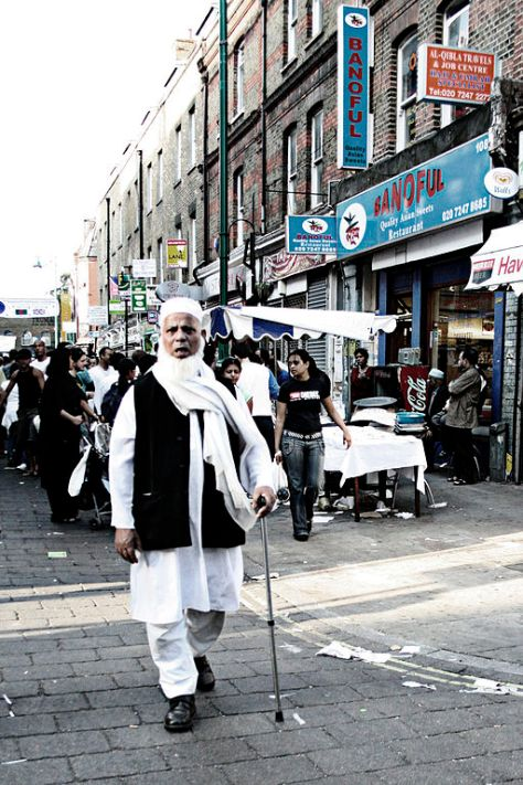 Bangladeshi_man_in_Brick_Lane,_London